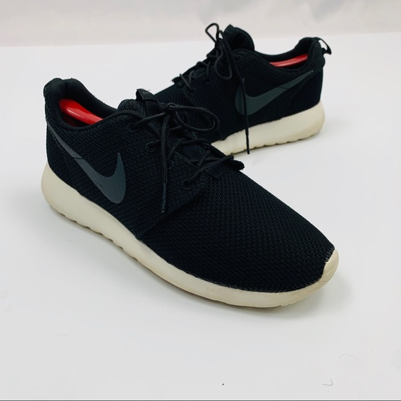 Nike Mens Roshe Runs BlackWhite Athletic Shoes 8